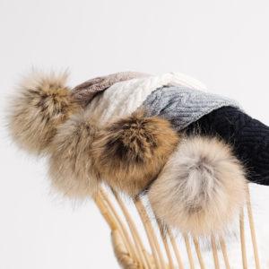 Bonnet à pompon en fourrure taupe