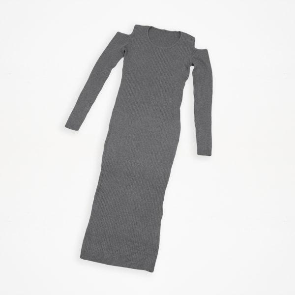 Robe grise ouverte aux épaules