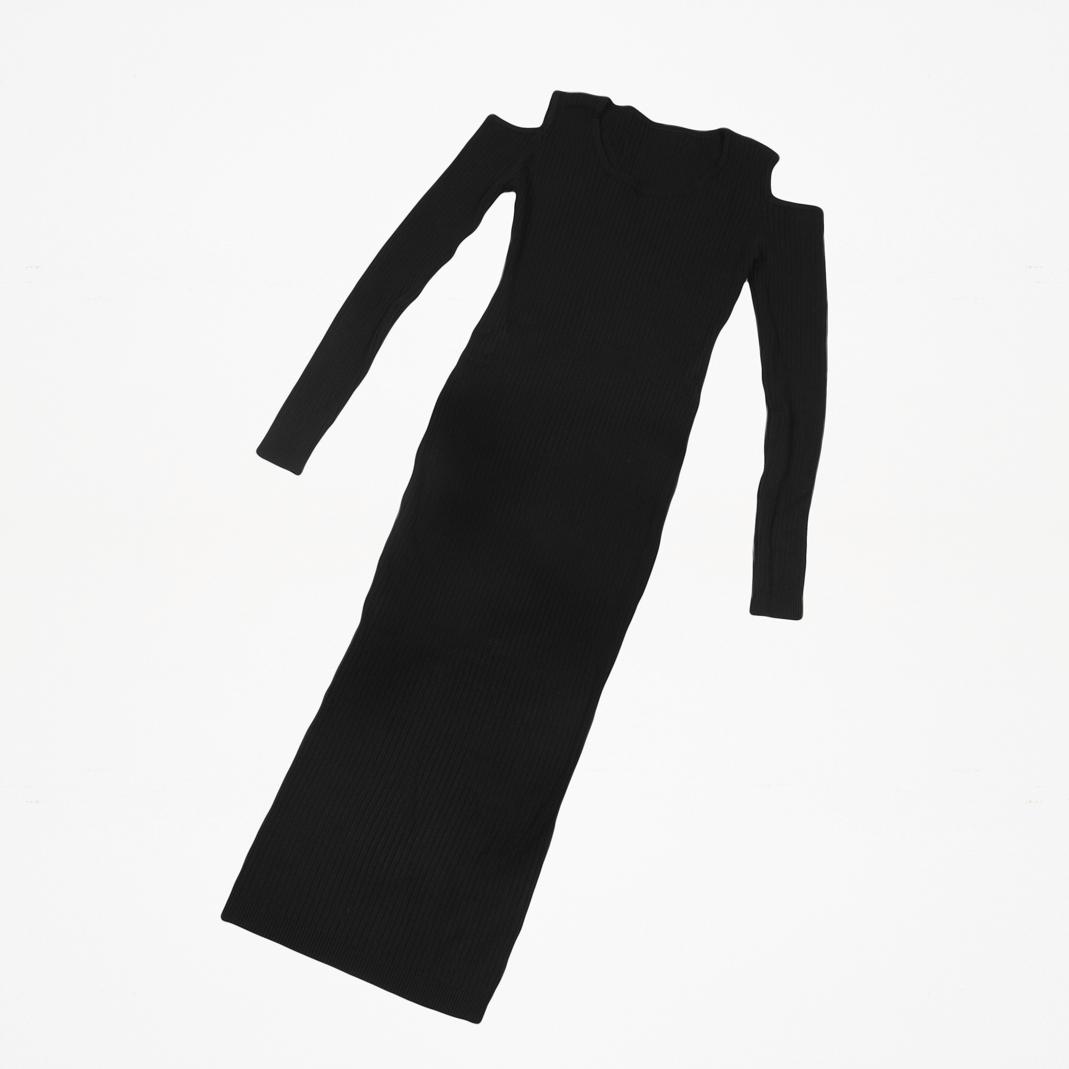 Robe noire ouverte aux épaules