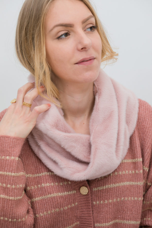 snood fausse fourrure rose